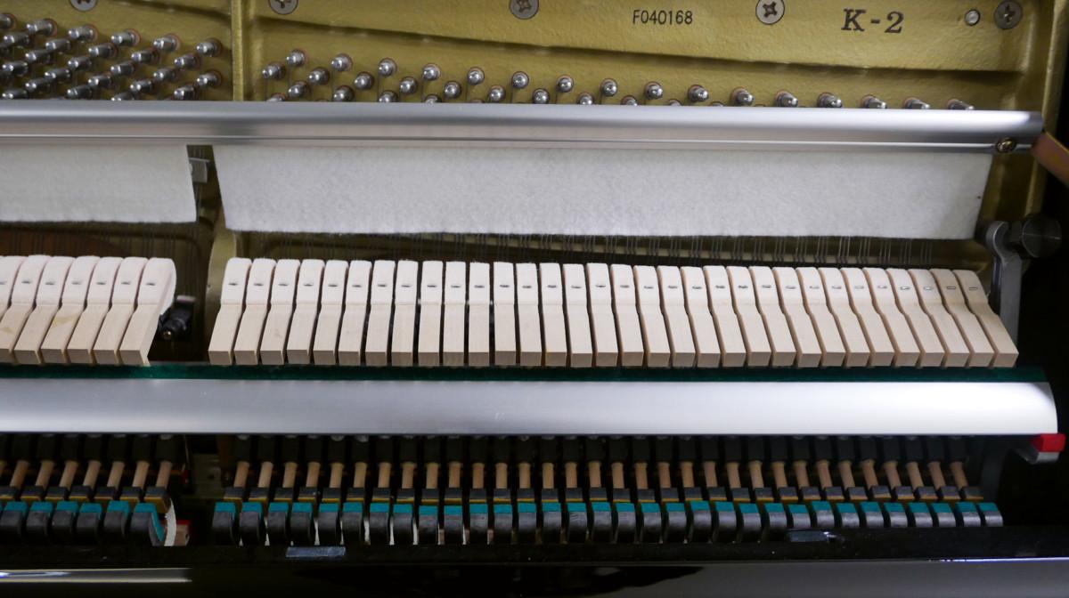 piano vertical Kawai K2 #F040168 mecanica interior modelo numero de serie