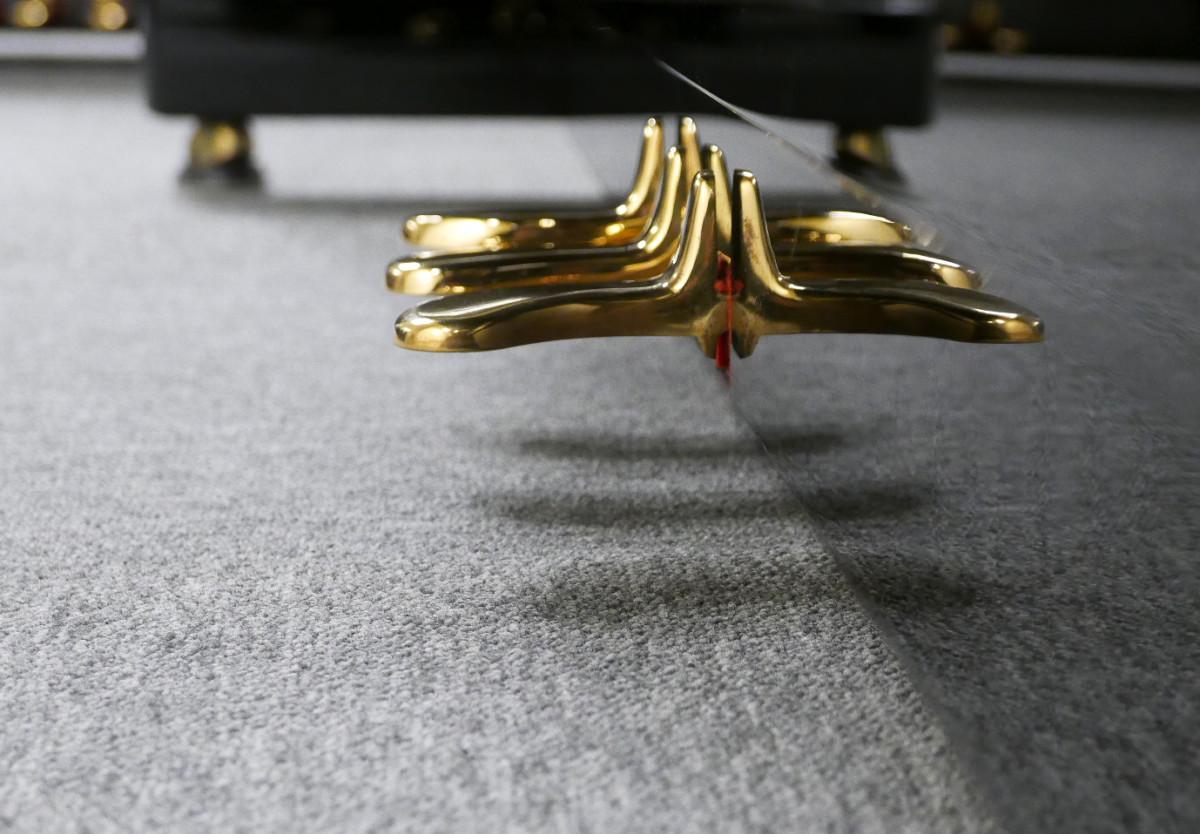 piano vertical Kawai K2 #F040168 pedales pedal vista lateral