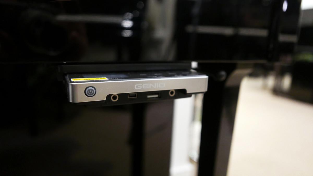 piano vertical Yamaha E121 silent #5608086 detalle sistema silent consola