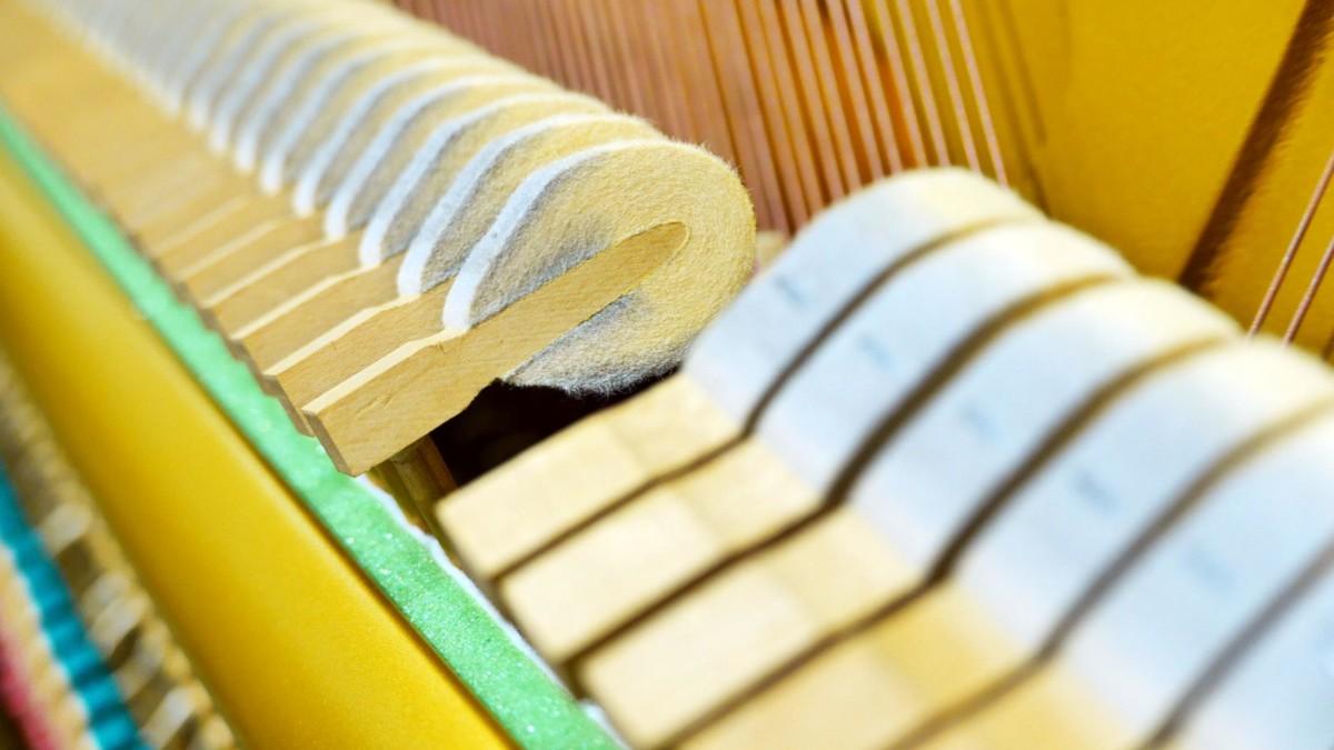 piano vertical Yamaha U1 silent #2400745 detalle martillos macillos