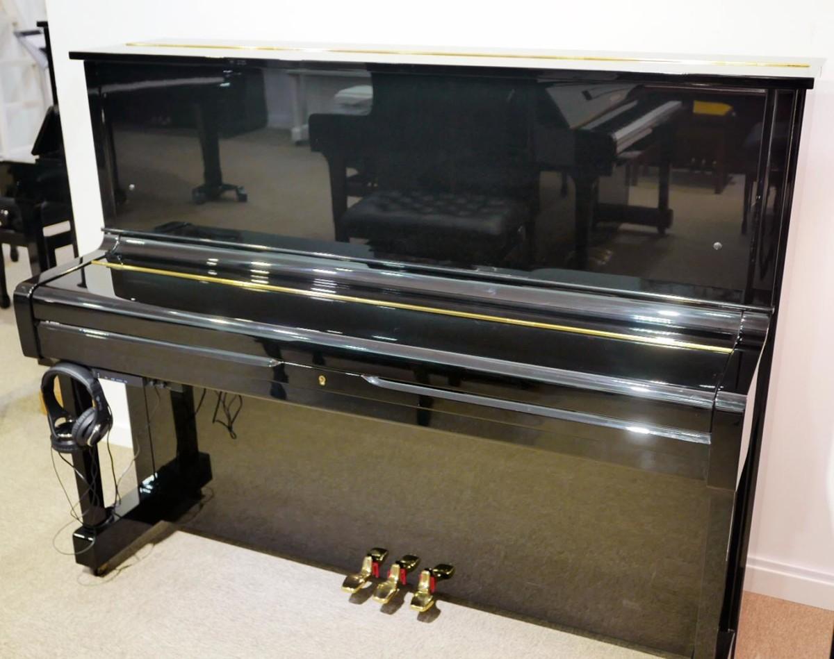 piano vertical Yamaha U1 silent #2400745 vista general tapa cerrada