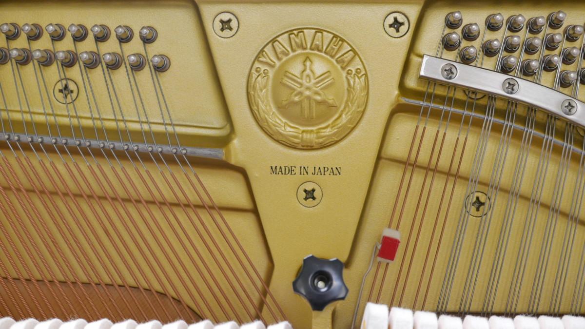 Yamaha U3FS #5075570 (1) marca cuerdas
