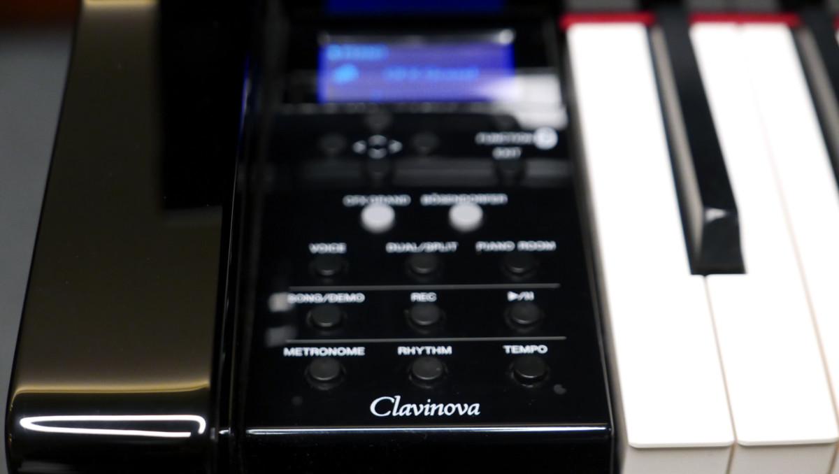 piano de cola Yamaha Clavinova CLP695GP detalle frontal consola