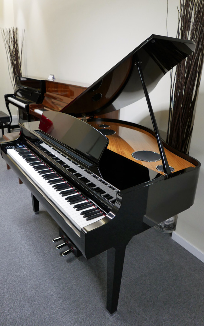 piano de cola Yamaha Clavinova CLP695GP plano general