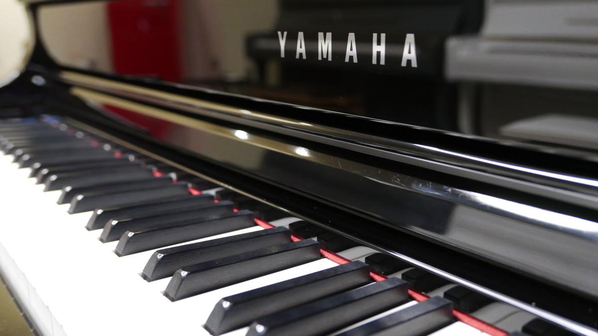piano de cola Yamaha Clavinova CLP695GP teclado teclas marca