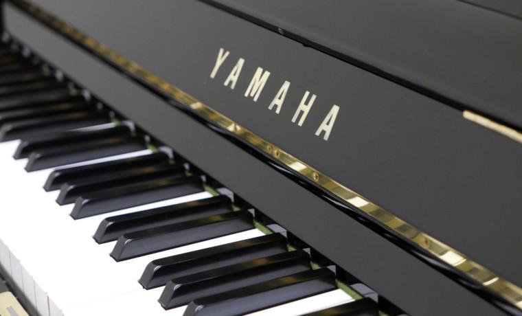 piano vertical Yamaha U1 #2401732 teclado teclas marca