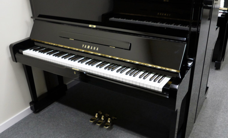 piano vertical Yamaha U1 #2401732 vista general tapa abierta