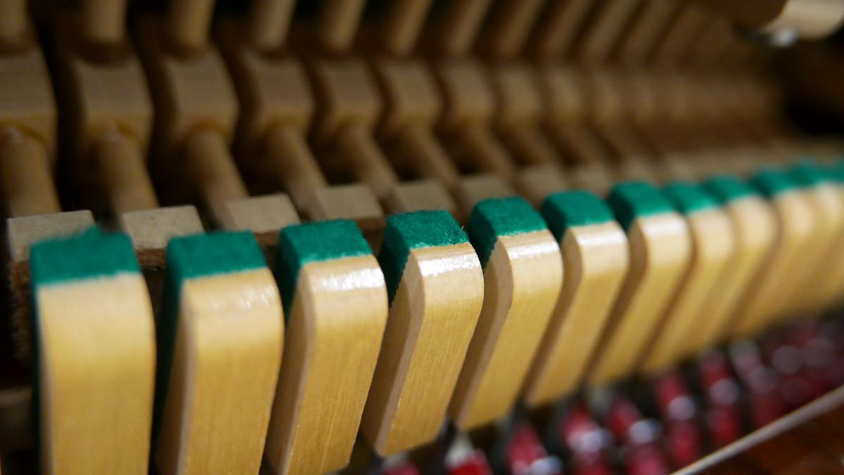 piano vertical Weinbach 115 #157122 detalle basculas bridas