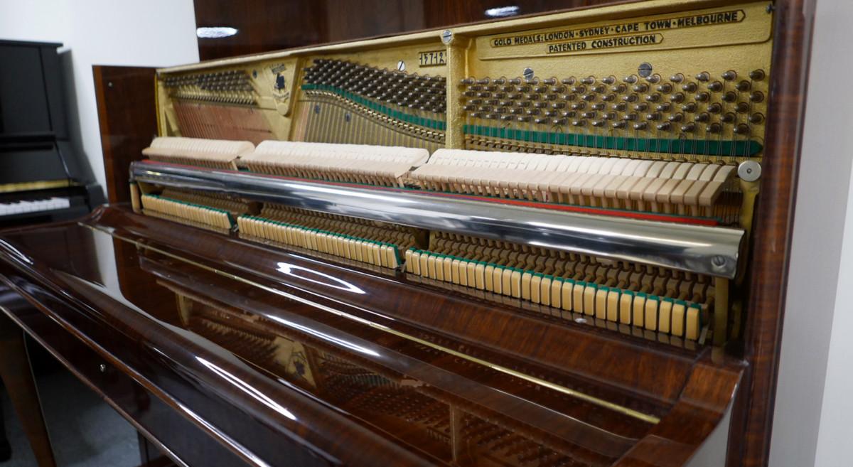 piano vertical Weinbach 115 #157122 vista general lateral interior mecanica