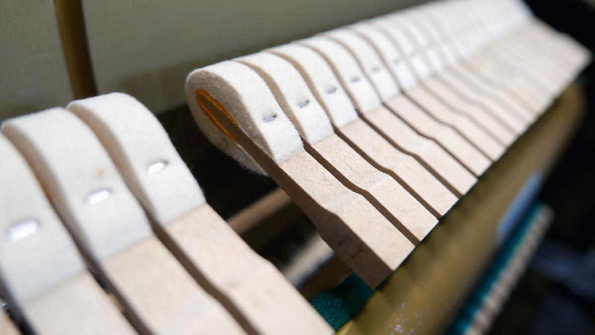 piano vertical Yamaha U3 #3788238 detalle martillos macillos