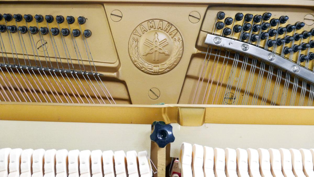 piano vertical Yamaha U3 #3788238 interior mecanica firma sello