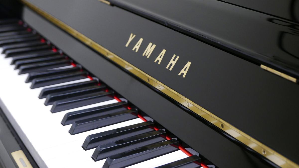 piano vertical Yamaha U3 #3788238 teclado teclas marca