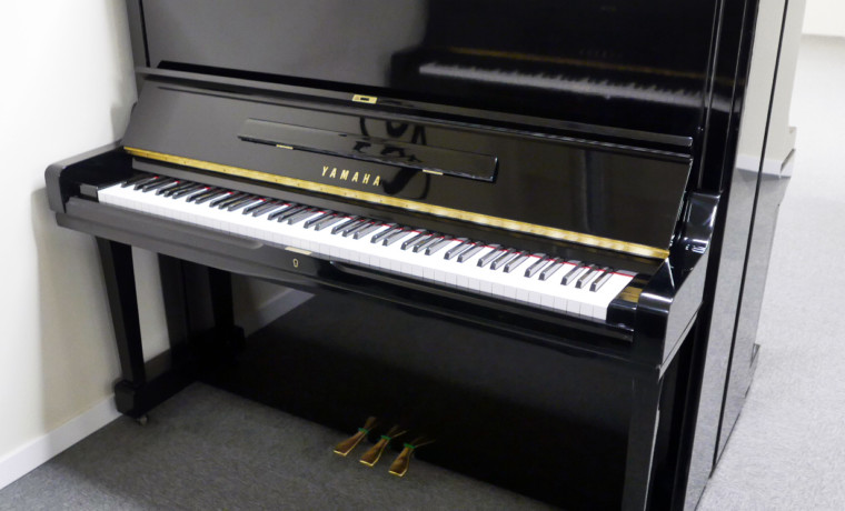 piano vertical Yamaha U3 #3788238 vista general tapa abierta