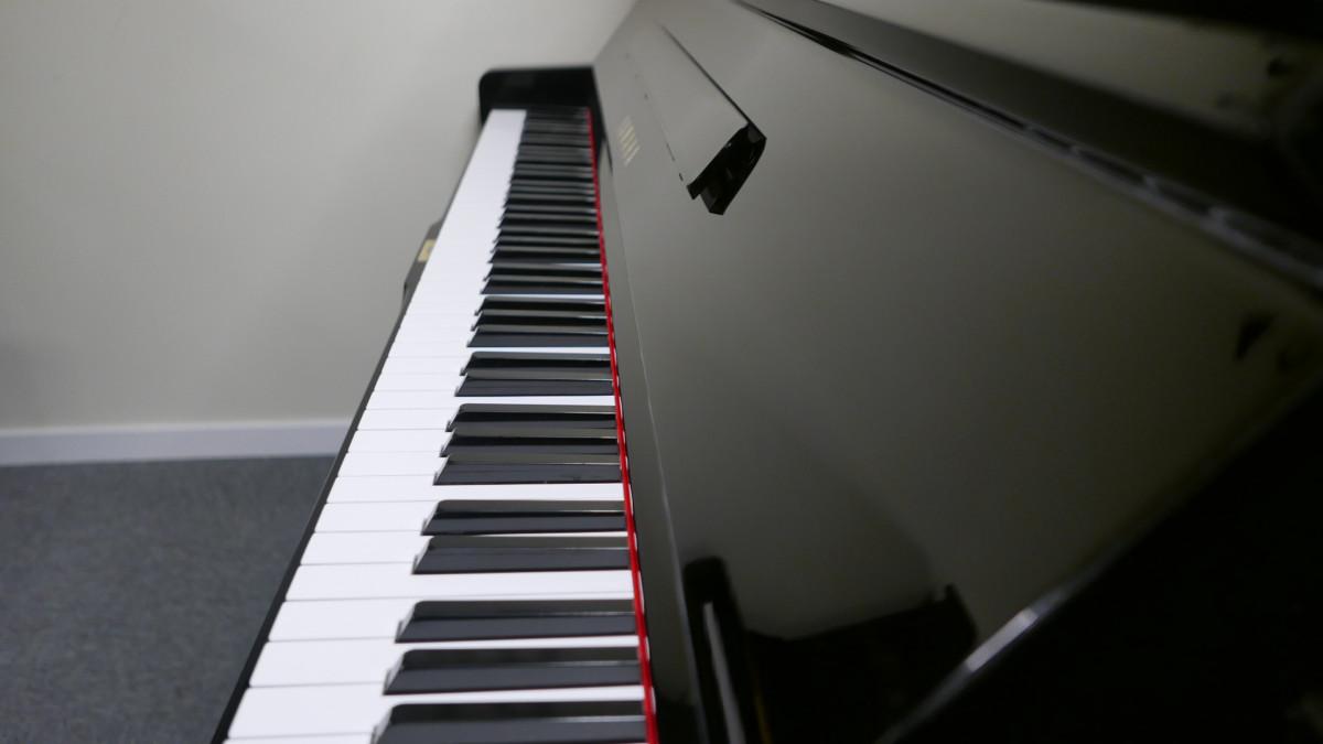 piano vertical Yamaha U3 #3788238 vista lateral teclado