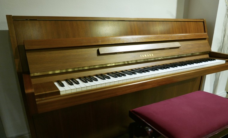piano-vertical-yamaha-M5J-3425328-detalle-vistageneral-mueble-banqueta