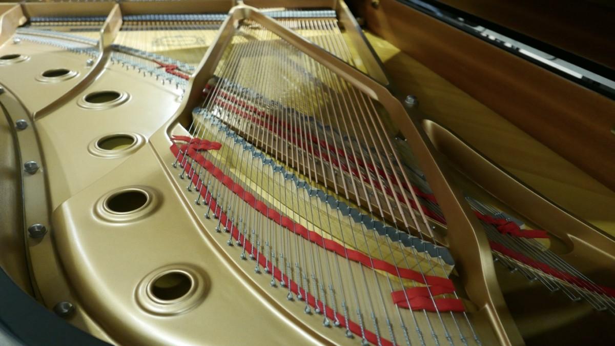piano de cola Yamaha C6 #5605144 vista interior arpa metálica cuerdas