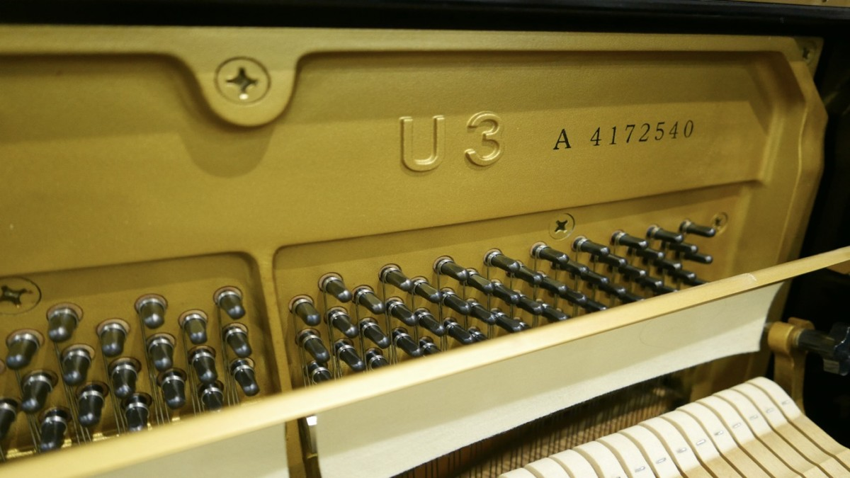 Piano-vertical-Yamaha-U3-4172540-detalle-modelo-numero-de-serie-clavijero-segunda-mano