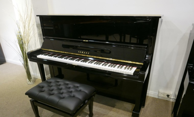 Piano-vertical-Yamaha-U3-4172540-detalle-vista-general-banqueta-segunda-mano