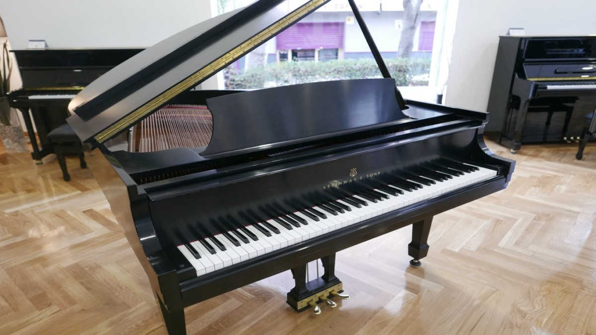 Piano-de-cola-Steinway-S155-511441-detalle-vista-general-sin-banqueta-segunda-mano