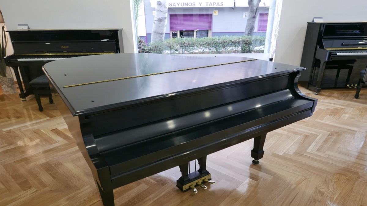 Piano-de-cola-Steinway-S155-511441-detalle-vista-general-sin-banqueta-tapa-cerrada-segunda-mano