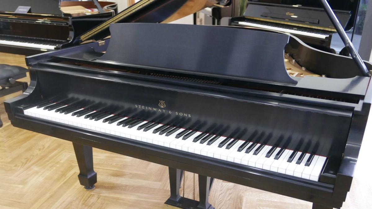 Piano-de-cola-Steinway-S155-511441-detalle-vista-general-teclado-segunda-mano