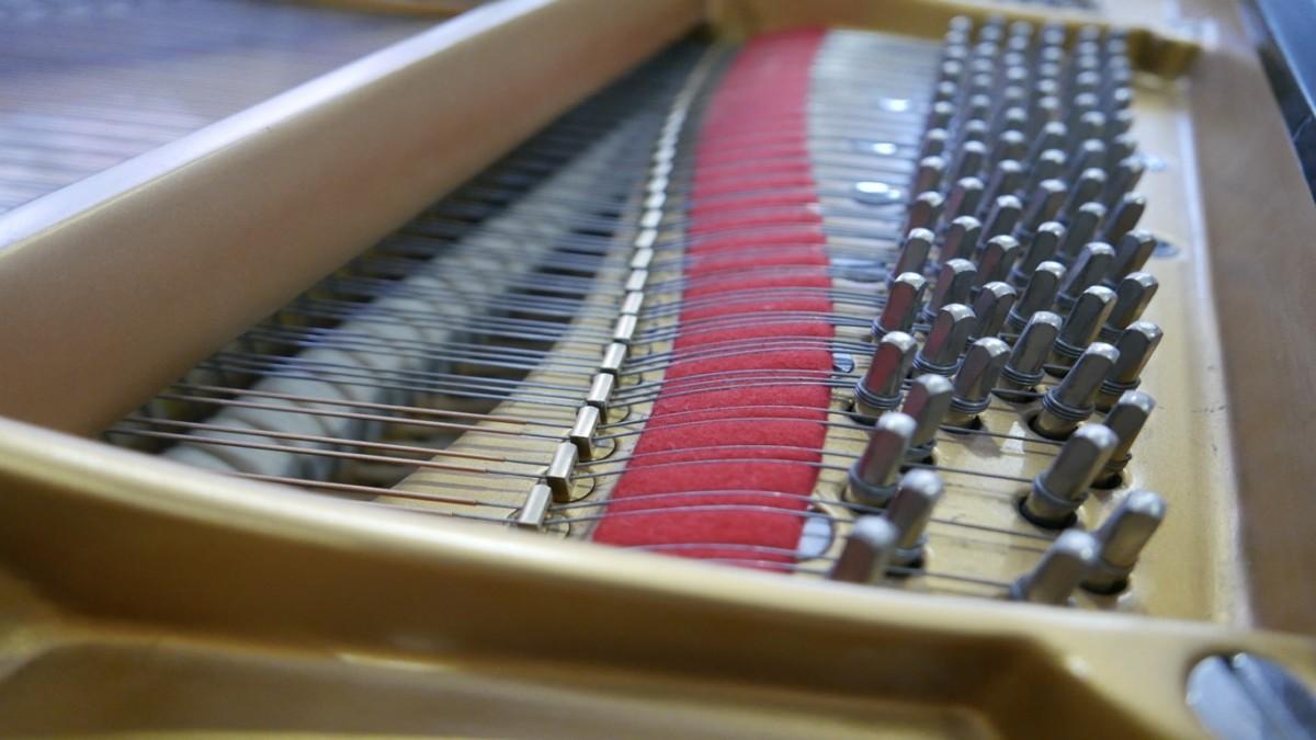 Piano-de-cola-Steinway-S155-511441-detalle-clavijero-segunda-mano