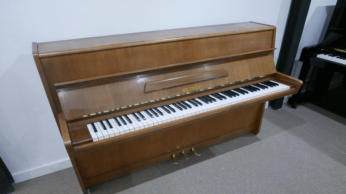 Piano-vertical-petrof-106-339379-detalle-vista-general-sin-banqueta-segunda-mano