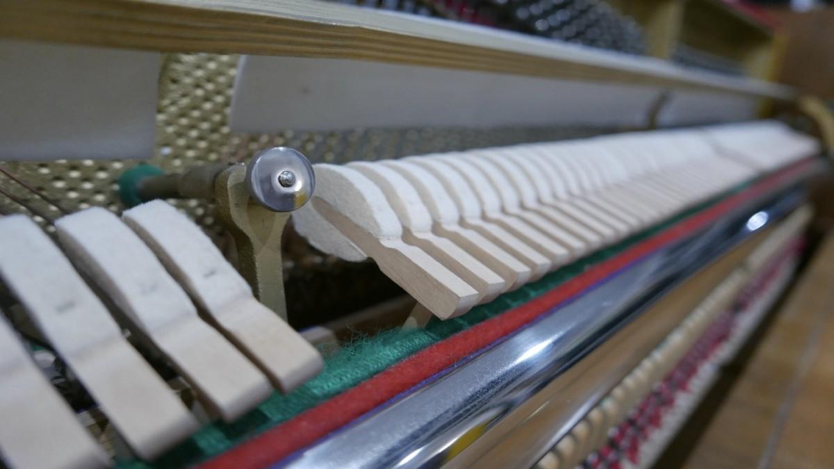 Piano-vertical-petrof-106-339379-detalle-macillos-barra-segunda-mano