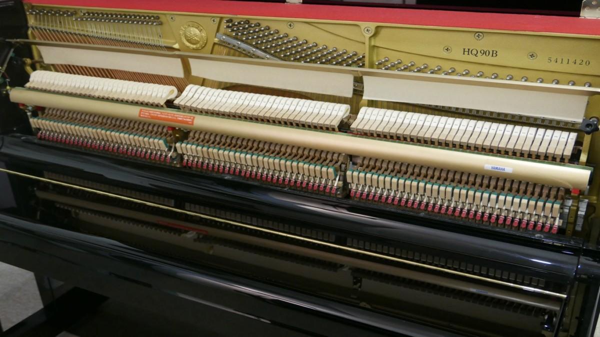 Piano-vertical-Yamaha-HQ90B-5411420-detalle-vista-general-macanismo-cerca-segunda-mano