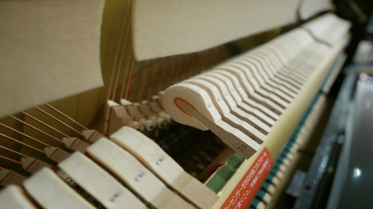 Piano-vertical-Yamaha-HQ90B-5411420-detalle-macillos-segunda-mano