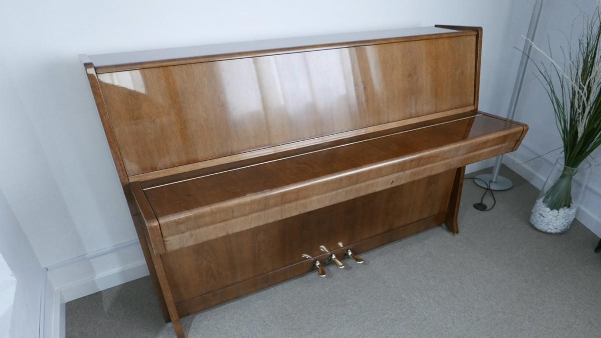 Piano-vertical-petrof-113-257884-detalle-vista-general-sin-banqueta-tapa-cerrada-segunda-mano