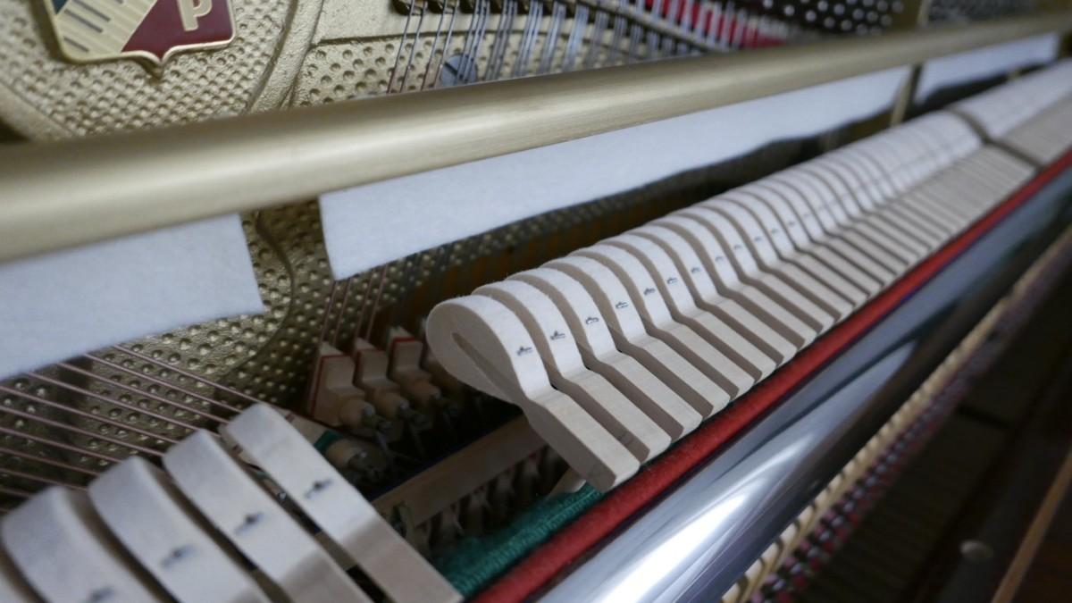 Piano-vertical-petrof-113-257884-detalle-mecanismo-macillos-fieltro-segunda-mano