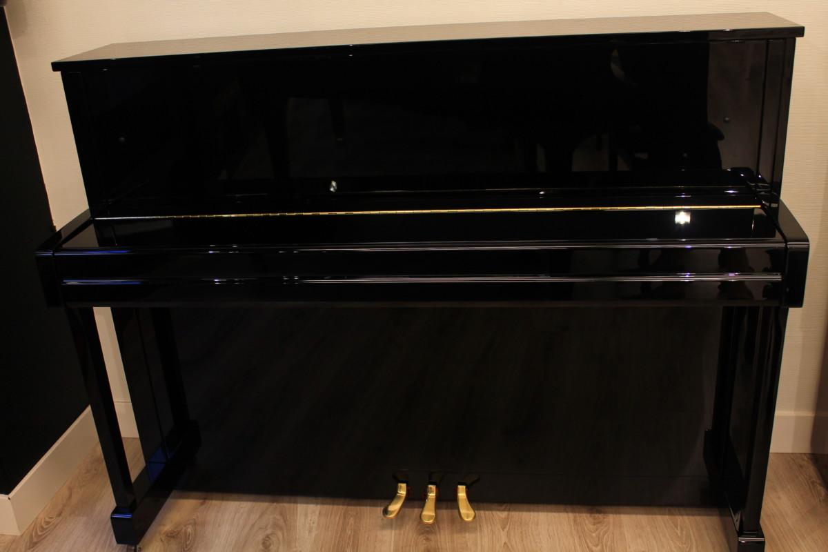 piano vertical Yamaha B2e #J35379661 vista general piano cerrado