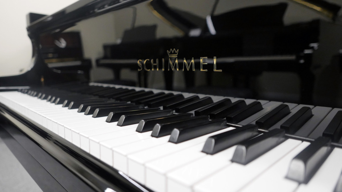 piano de cola Schimmel 174 #307484 teclas teclado marca