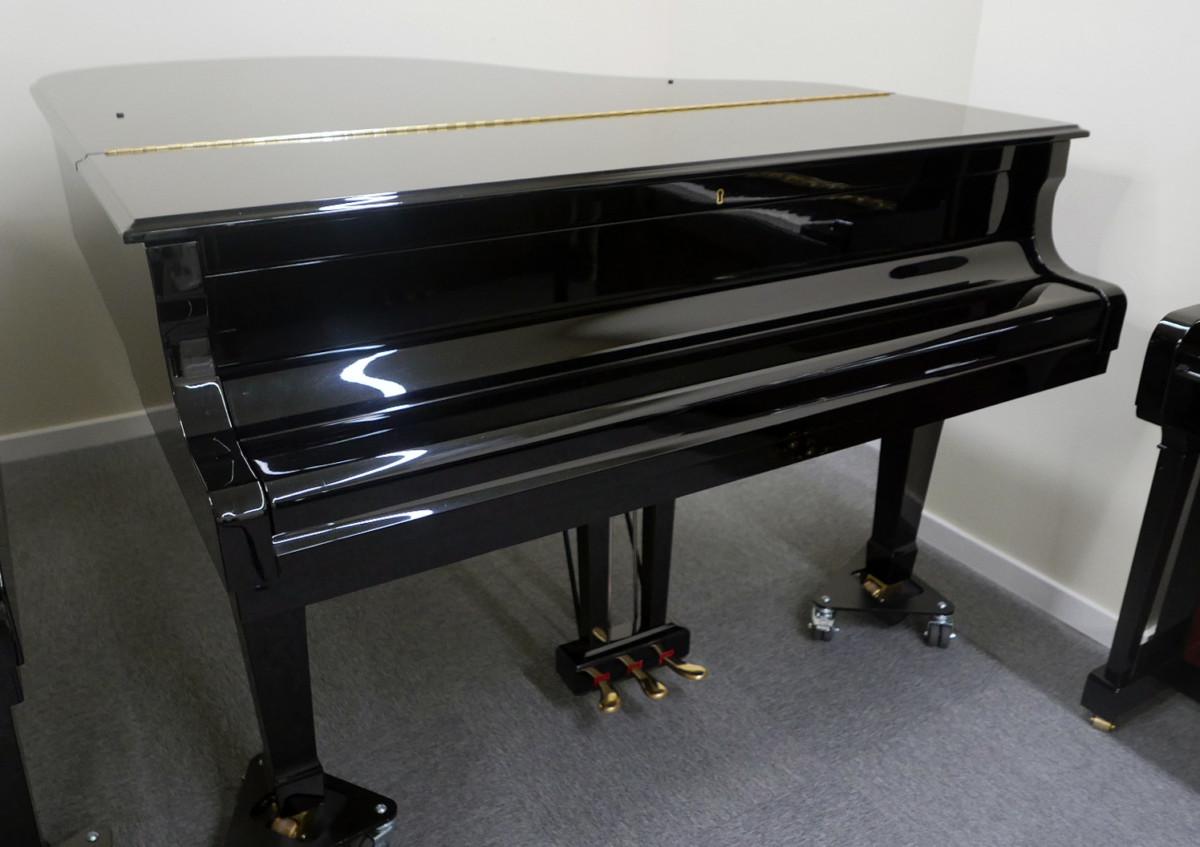 piano de cola Yamaha C3 #5972447 vista general tapa cerrada
