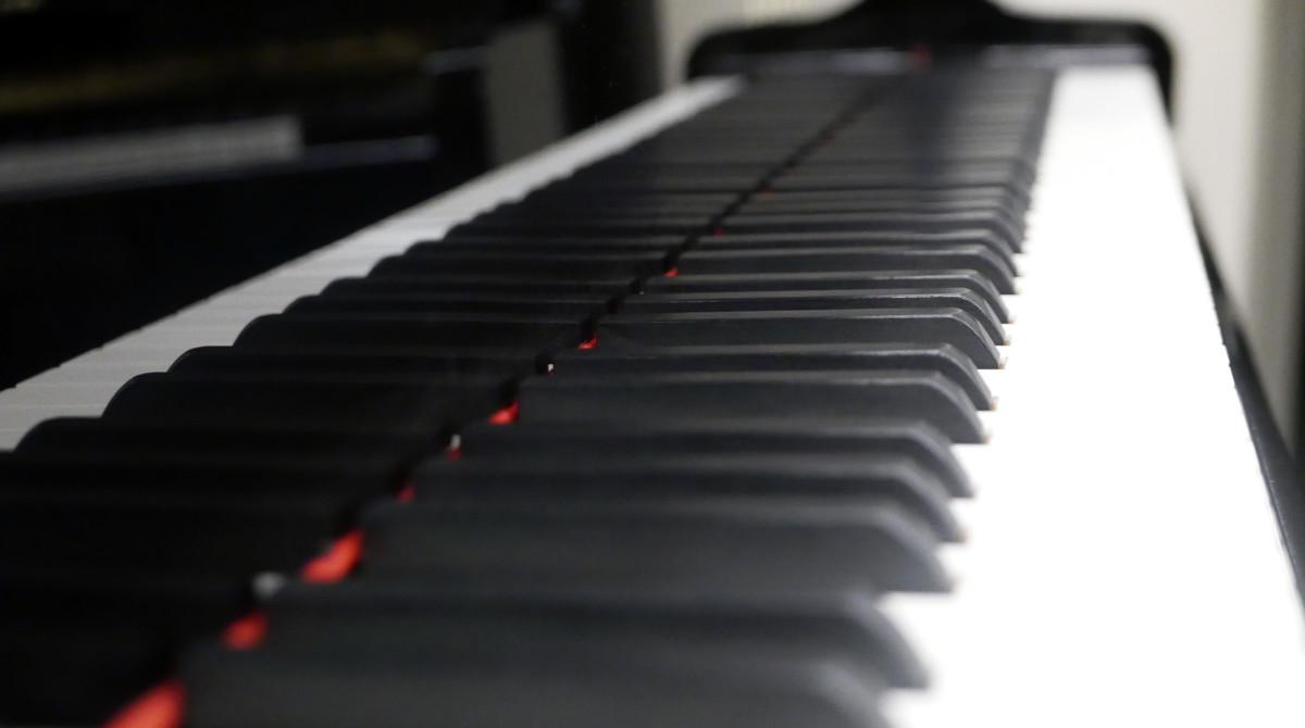 piano de cola Yamaha C3 #5972447 vista lateral teclas teclado