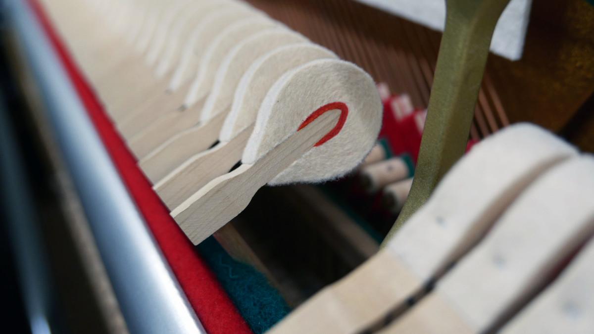 piano vertical Rönish #206292 detalle martillo martillos macillo macillos