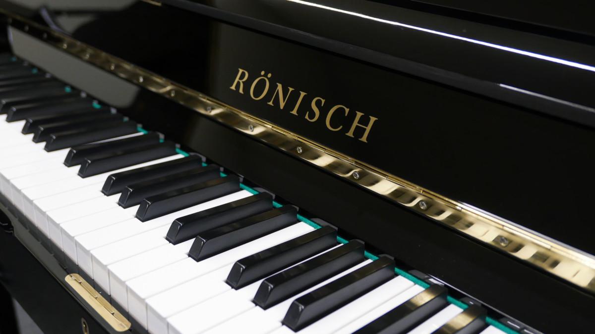 piano vertical Rönish #206292 teclado teclas marca