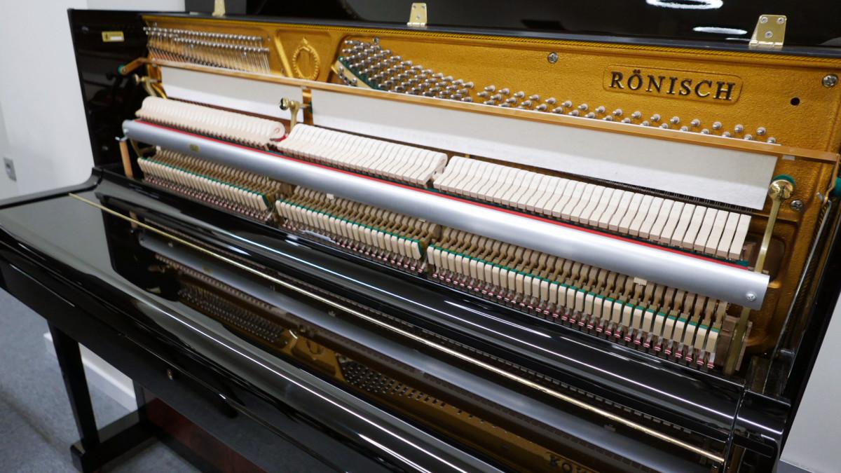 piano vertical Rönish #206292 vista general lateral mecanica interior