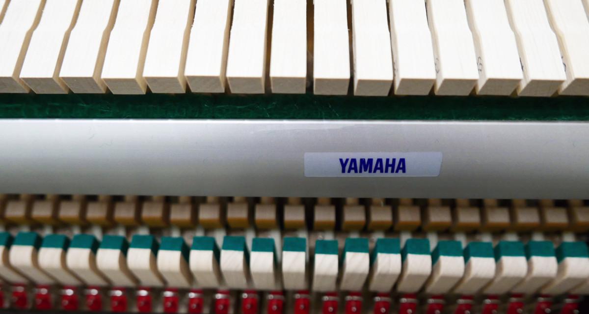 piano vertical Yamaha B2e PE #J35378598 mecánica interior