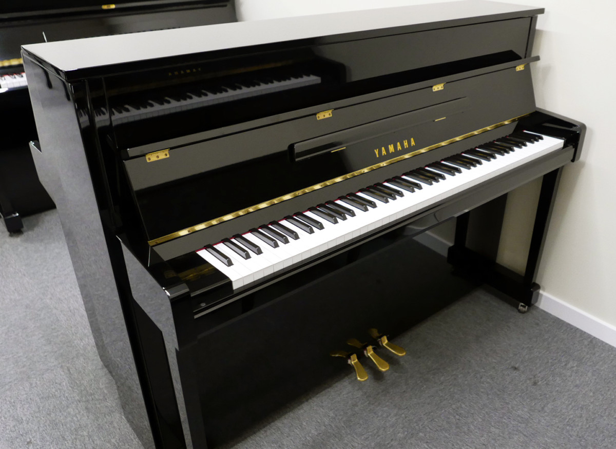 piano vertical Yamaha B2e PE #J35378598 vista general tapa abierta