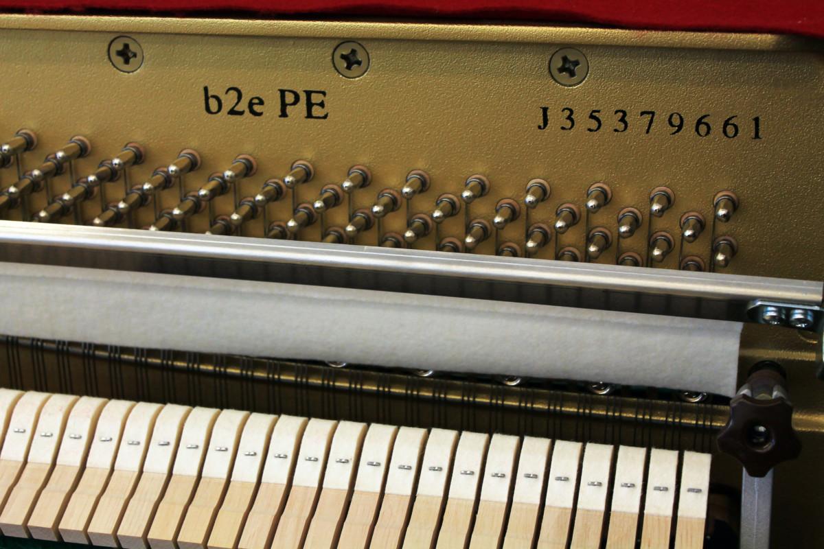 piano vertical Yamaha B2e #J35379661 numero de serie modelo interior