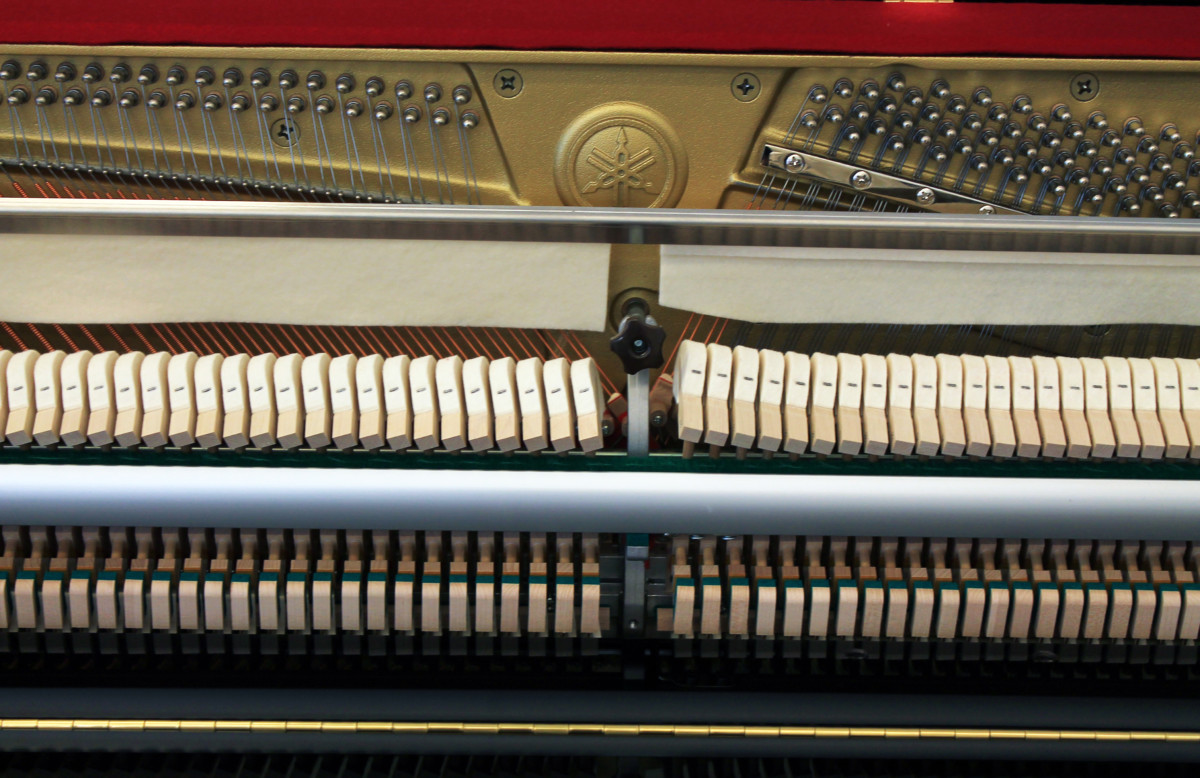 piano vertical Yamaha B2e #J35379661 vista general frontal mecanica interior