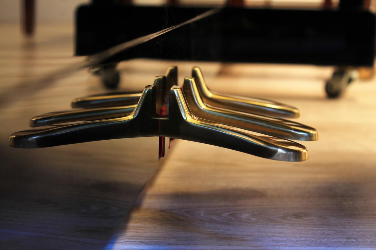 piano vertical Yamaha B2e #J35379661 vista lateral pedales pedal