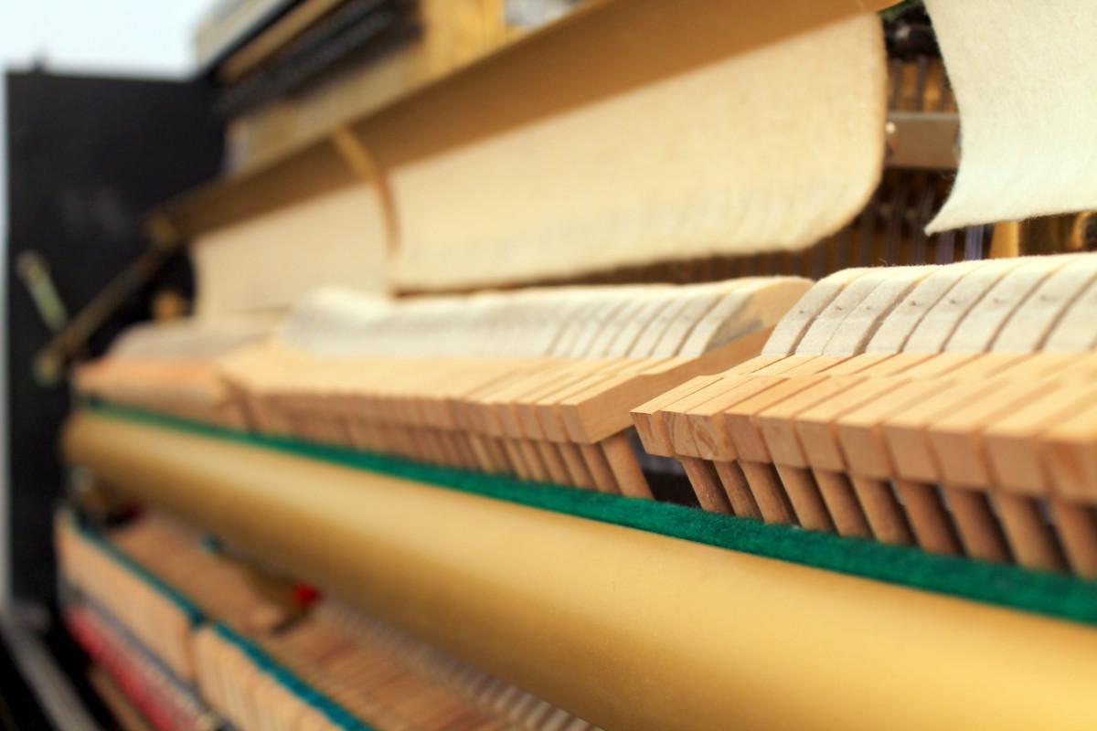 piano vertical Yamaha U1 #2901165 detalle martillos macillos interior mecánica