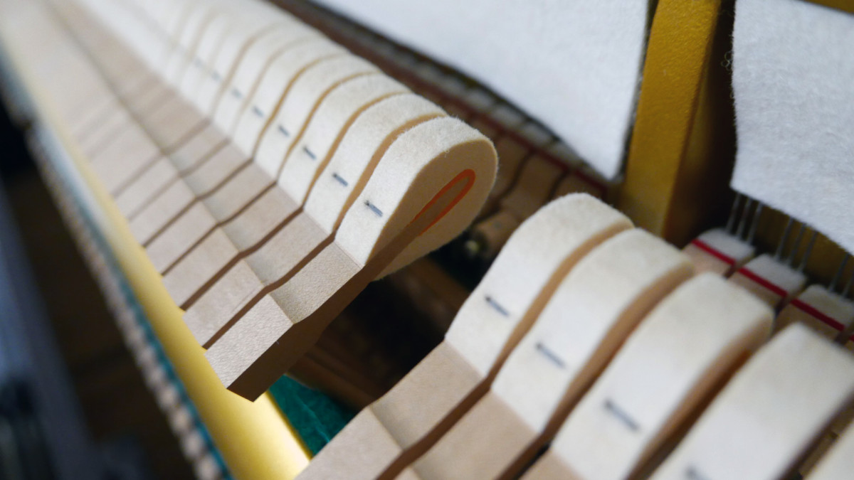 piano vertical Yamaha U3A #4022673 detalle martillos martillo macillos macillo