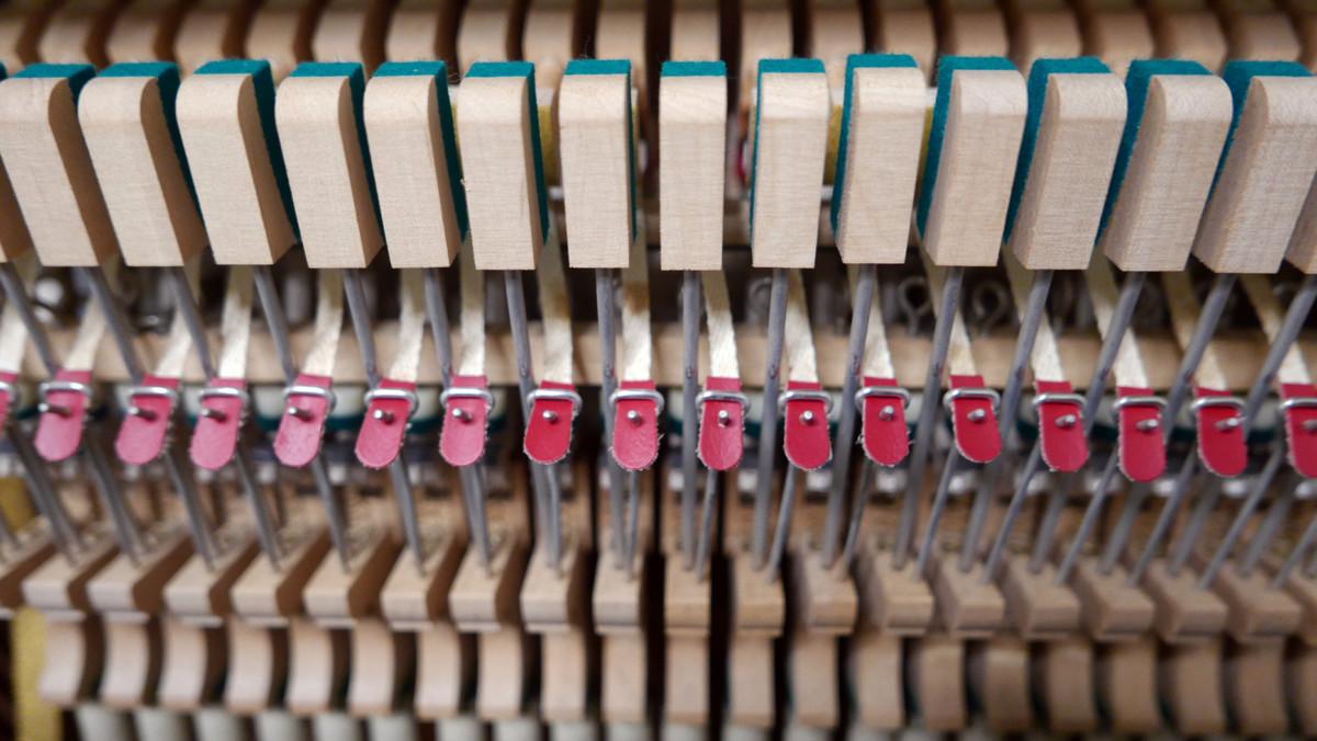 piano vertical Yamaha U3A #4022673 mecanica interior bridas basculas