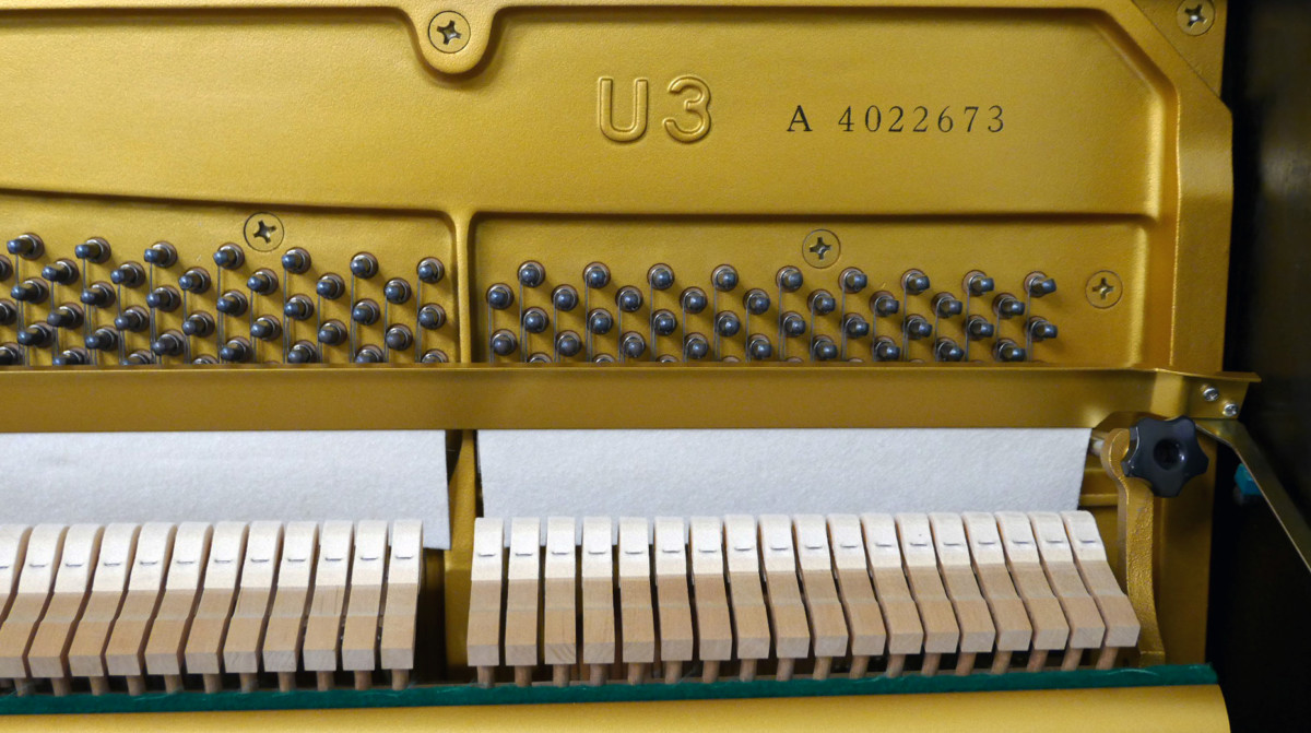 piano vertical Yamaha U3A #4022673 numero de serie modelo clavijero clavijas sordina