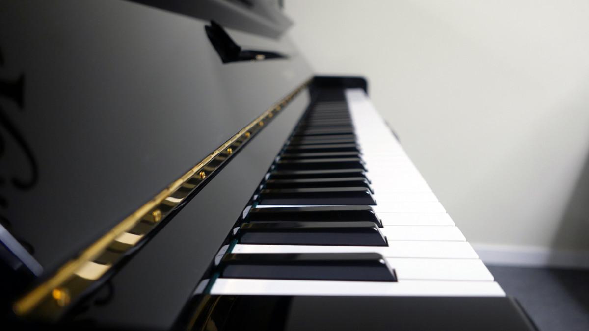 piano vertical Yamaha U3A #4022673 teclado teclas vista lateral
