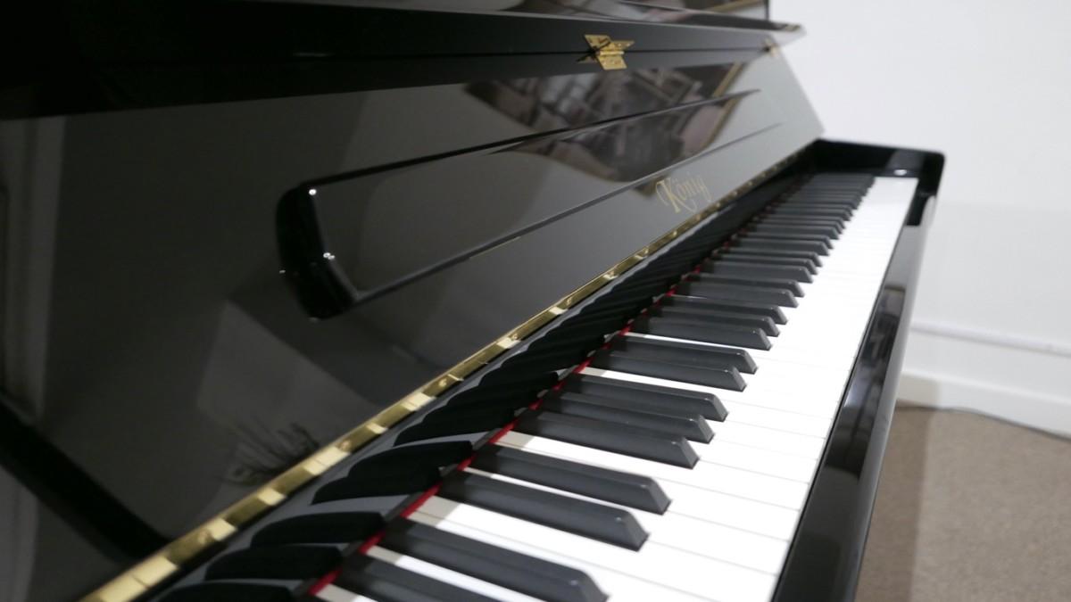 Piano-vertical-Konig-k109-85264-detalle-atril-teclado-segunda-mano